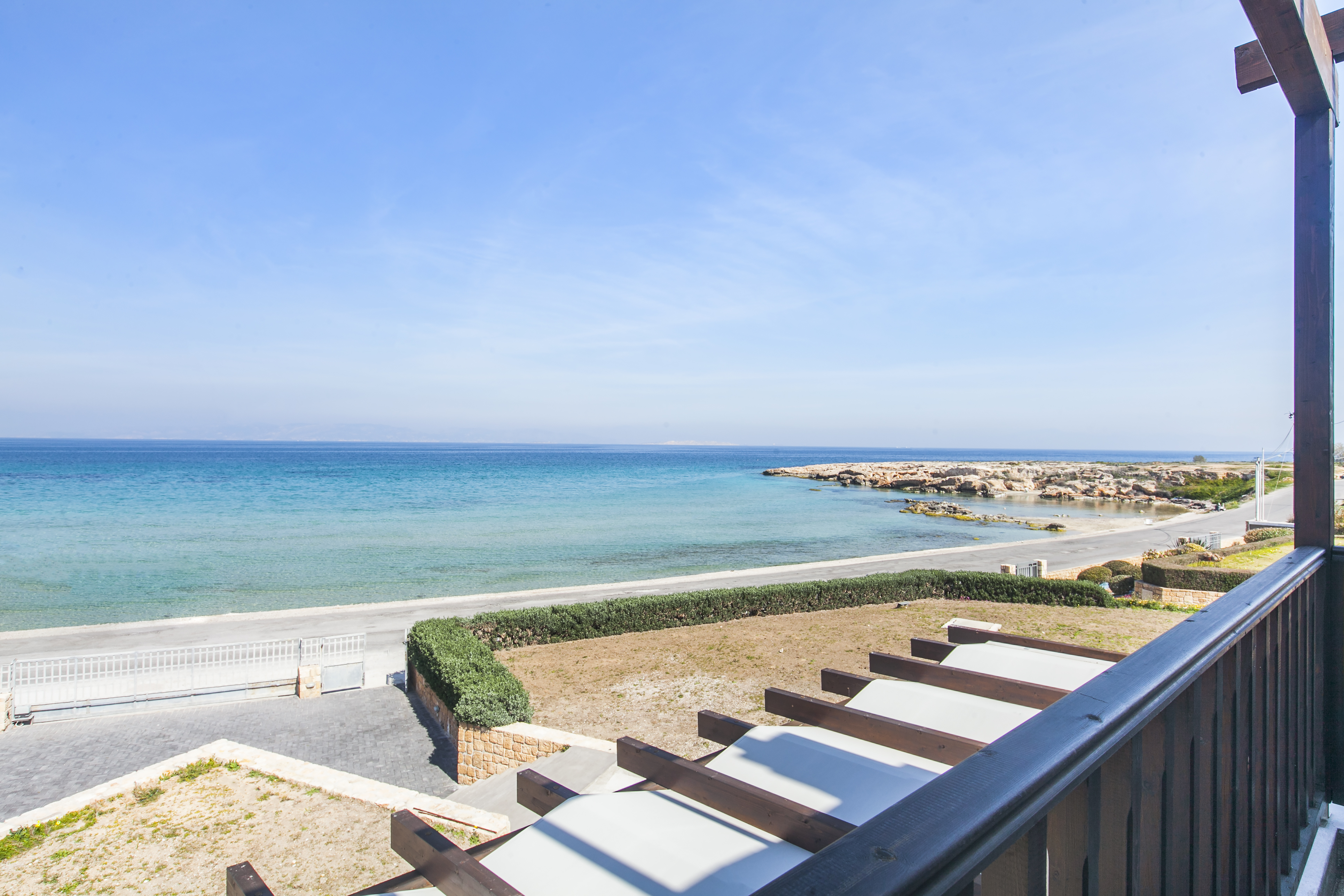 Villa in the island of Aegina on the beach for rent
